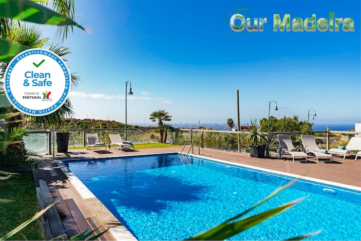 Spacious Villa With Heated Pool, Games Room, Sauna, A/C Sea View | Villa Sol e Mar