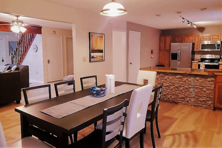 Beautiful & Spacious 4 BR Poconos. 1 Night Min!