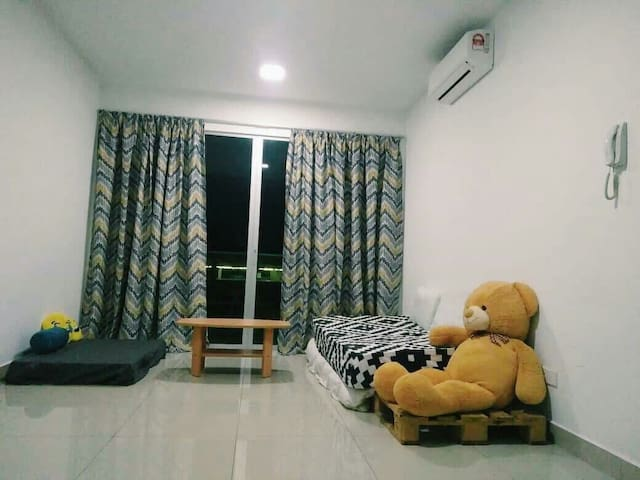 Kiara Residence 2 Small Room, AC, WiFi, Train stn