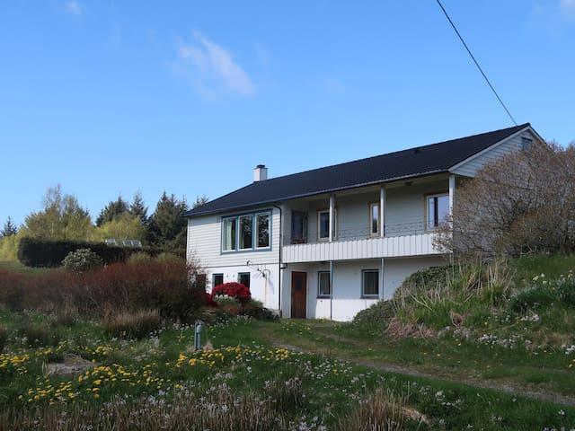 Flott hus til leige på kysten i vakre Korssund