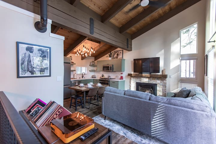 Heavenly South Lake Tahoe Condo (NEWLY REMODELED!)