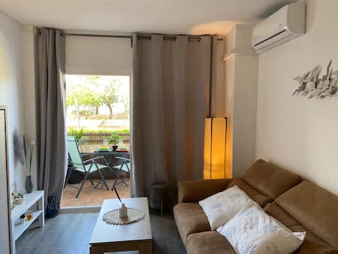 Cozy apartment with terrace & pool 2min to beach