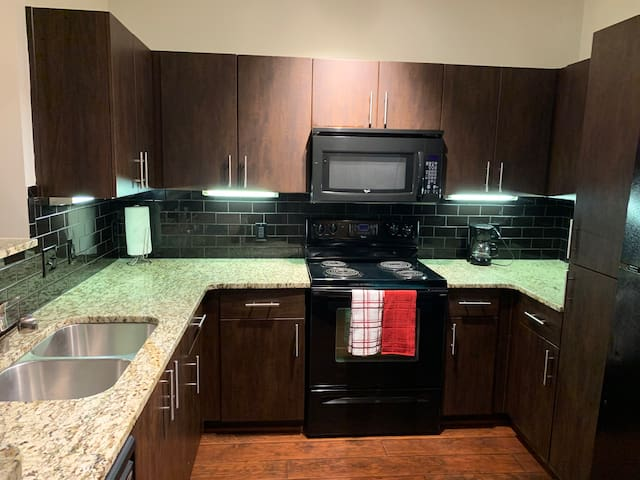 Massive 2br by Midtown, Buckhead, and highway