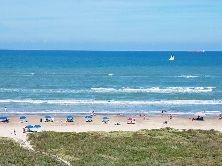 Beachfront Oceanview Aquarius 607