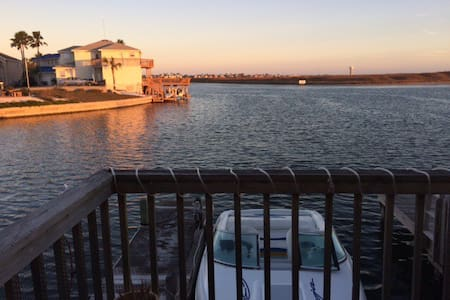 Quiet Canal Condo with Boat Dock - Corpus Christi - 公寓
