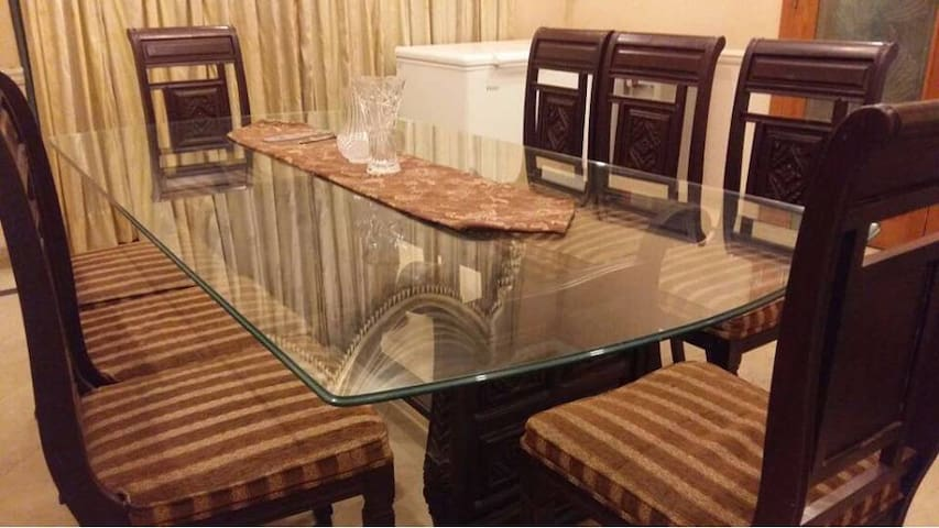 Luxury Private Rooms Fully furnished with ac.