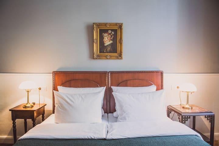 charming, cozy, belle epoque ~ Charlottenburg