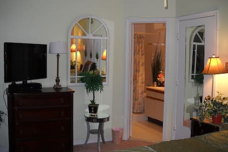 COASTAL DECOR WITH A HOTEL FEEL!! - Silver Spring - Appartement