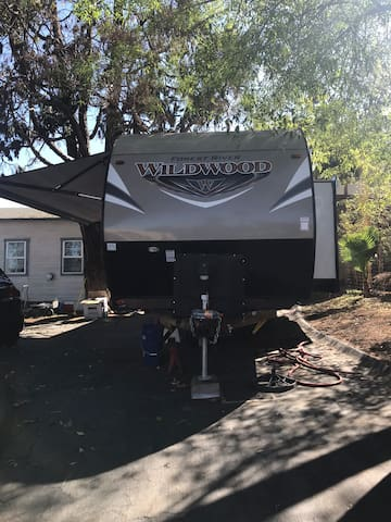 New trailer 2 bedroom close to beach