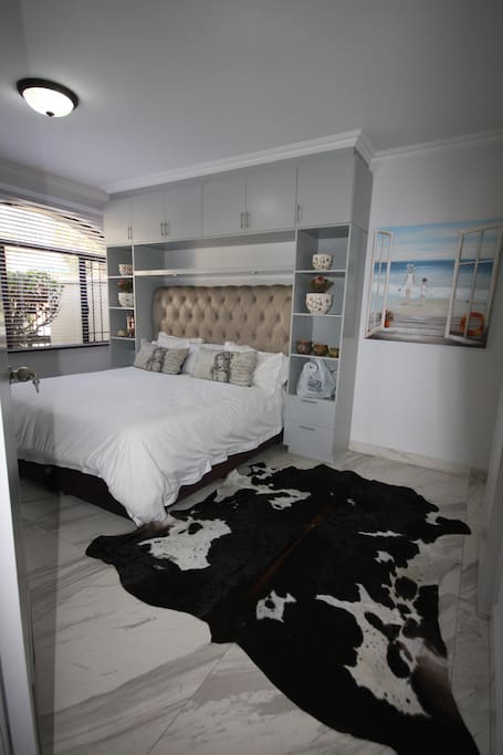 Main bedroom has a king size bed and has an on suite bathroom with Jacuzzi bath/ shower