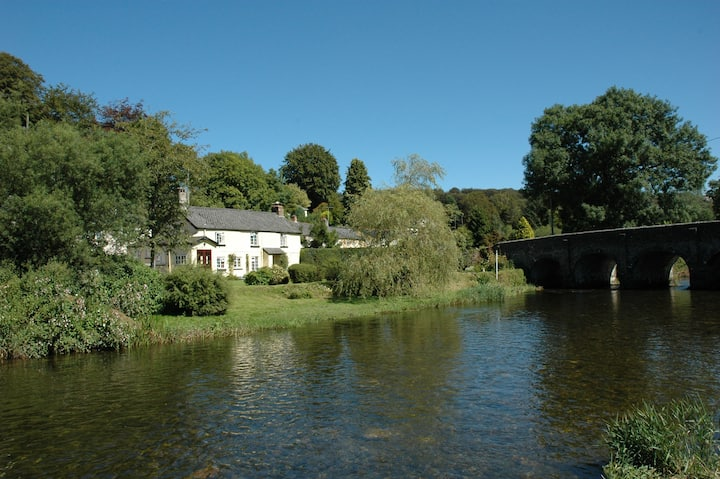 Romantic Cottage beside the River Barle