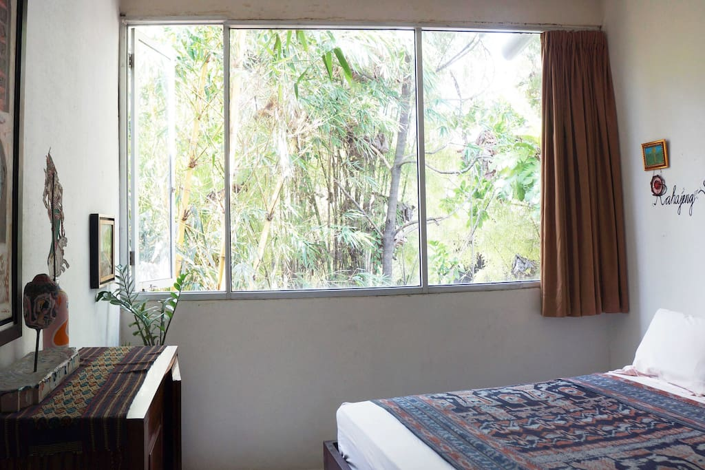 Bright, airy, spacious room and the sound of the flowing water comes from the streams, ready to greet your days!