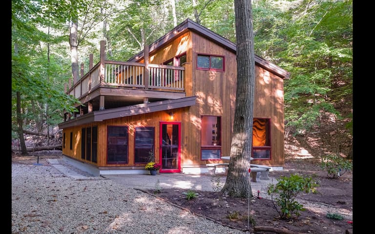 A Gem! Oval Beach Cabin along 500 acre preserve