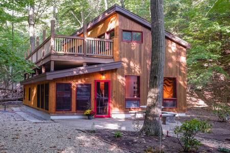 A Gem! Oval Beach Cabin along 500 + acre preserve