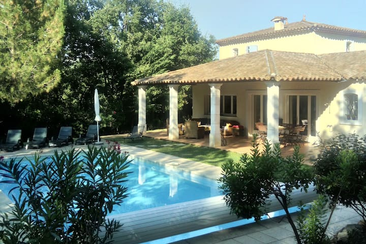 Superbe maison néoprovençale avec piscine privée