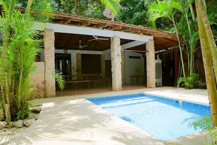 Backyard Nosara - Comfy Room steps to Beach - Pool - Nosara - Apartamento