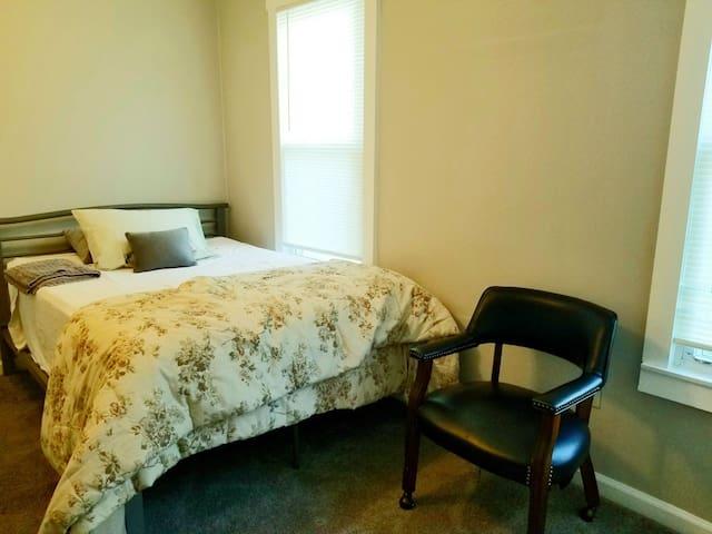 """Nice queen bedroom with 12"""" memory foam mattress for a deep sleep."""