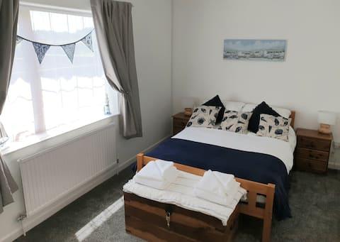 Private guest suite near Lyme Regis