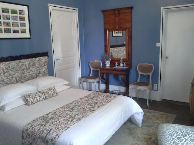 le logis de ruelle,chambre bleue - Ruelle-sur-Touvre - Bed & Breakfast