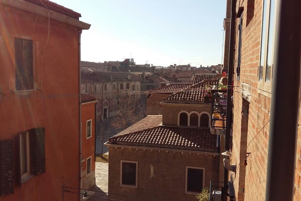 A lovely view on a typical Venetian square