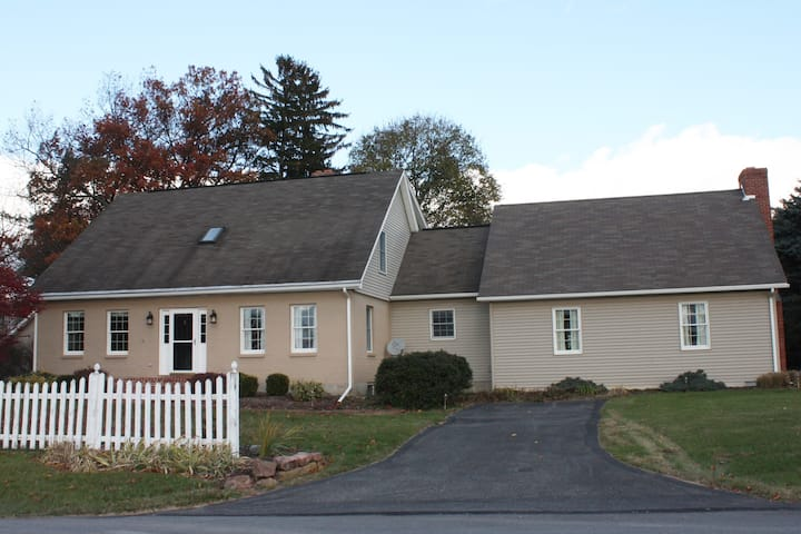 Countryside Farmette - located 15 mins from PSU