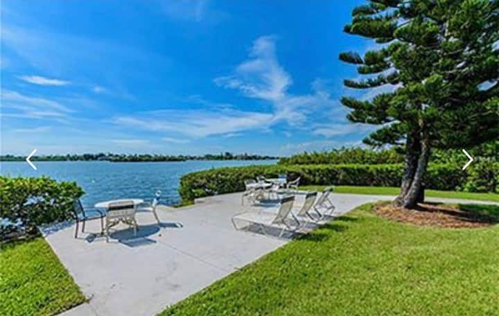 Condo minutes away from Indian Rocks Beach!