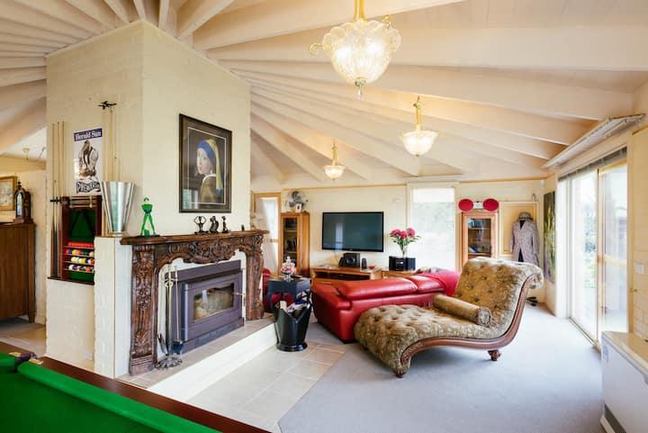 Holly Cottage - Olinda  Luxury Family Getaway