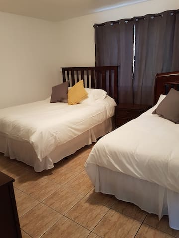 Walking Distance to Airport: Room A
