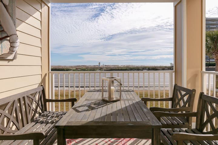 Spacious condo across from the beach with Gulf/bay views & shared pool!
