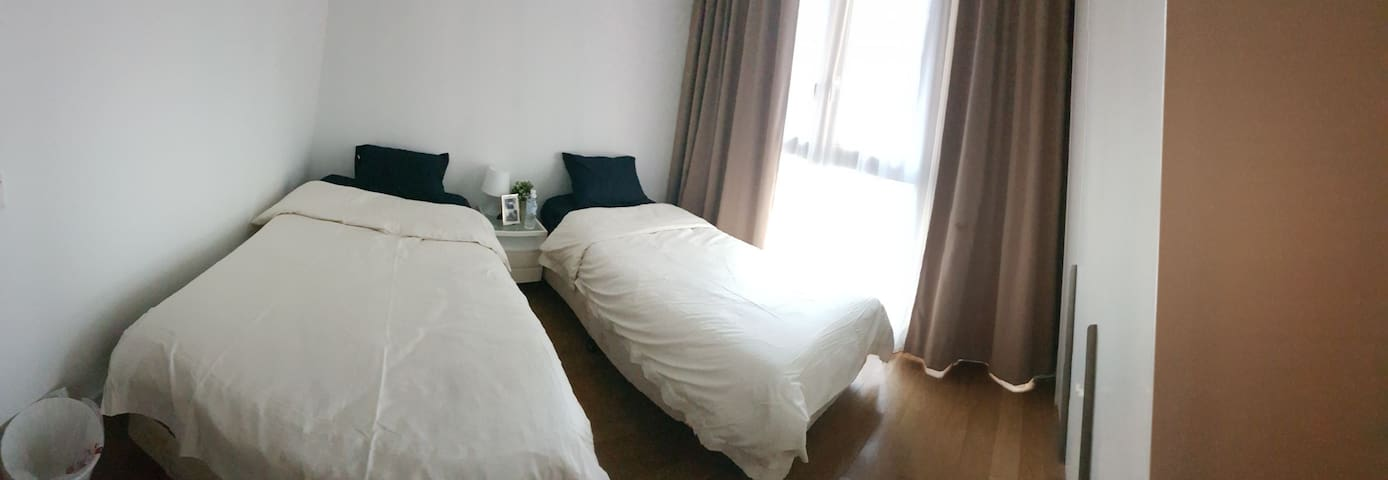 ROOM 2: 2 Super Single Private Rooms in KLCC