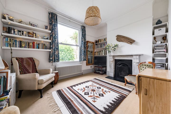 A light, tastefully decorated, one bedroom flat.