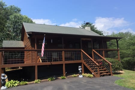 Great 2 bedroom cabin only 4 miles to Pigeon Forge - 小屋