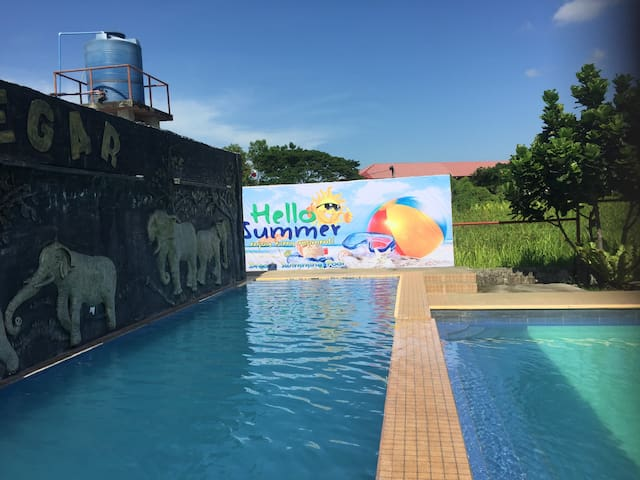 Degar's Manor and Swimming Pool