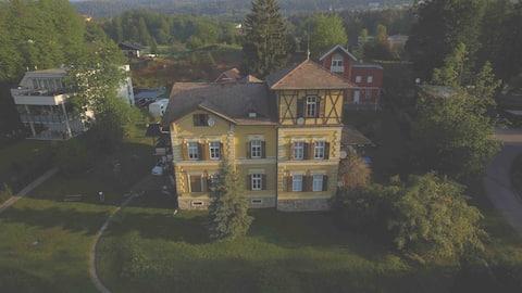 140 qm Apartment in historischer Villa @ Zentrum