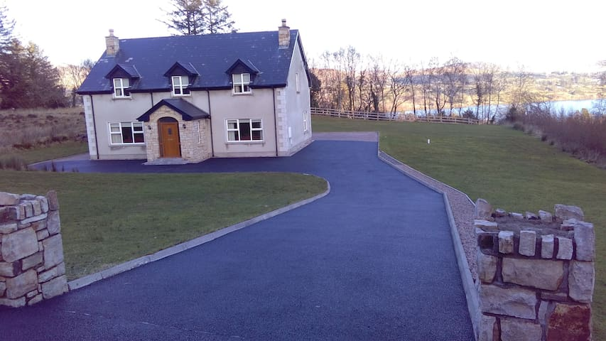 Lough View House - Donegal - Talo