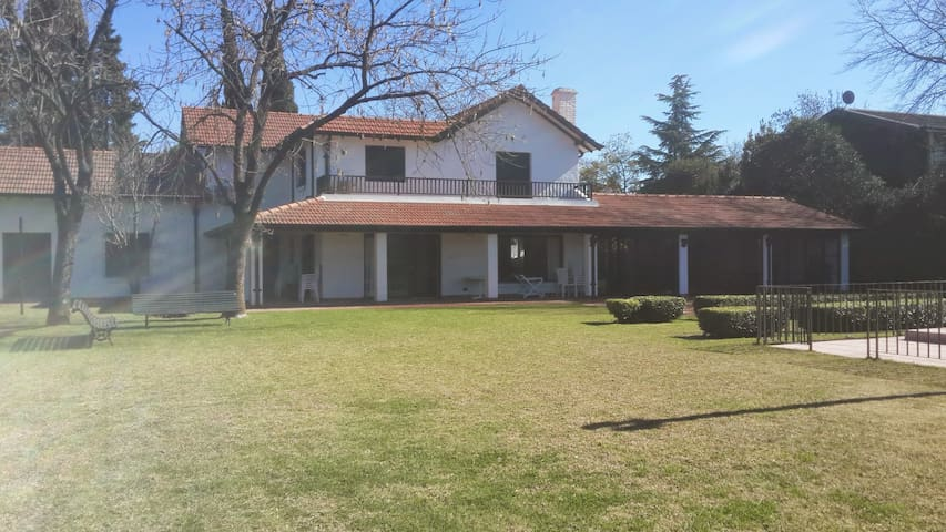 Casa Familiar Tortugas Country Club - Buenos Aires - Hus