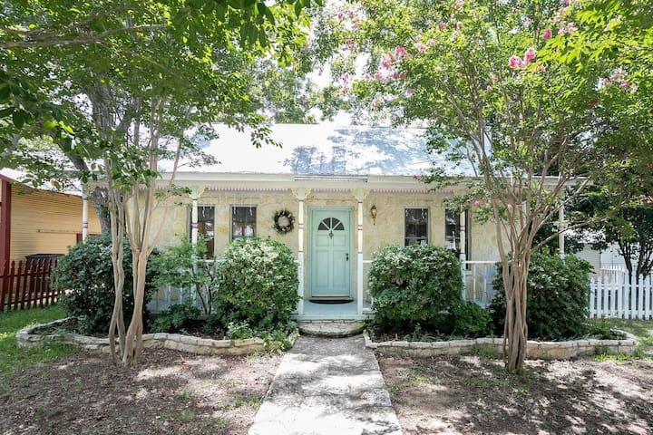 Crepe Myrtle Cottage | Cute | Great Backyard