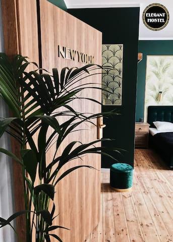 New York - elegant room with private bathroom