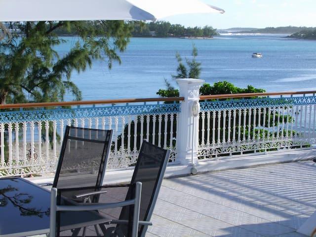 Villa Bella  Blue Bay: 1 bedroom ( 3 single beds).
