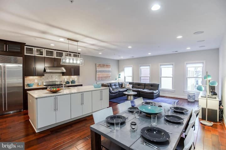 Spacious & luxurious Penthouse@ Logan circle