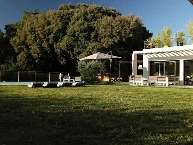 Villa contemporaine à Aix en Provence avec piscine