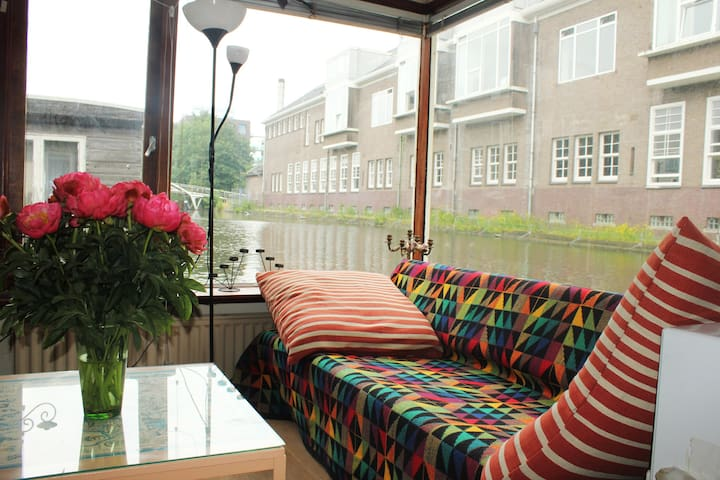 "Colourful houseboat ""Johanna"""