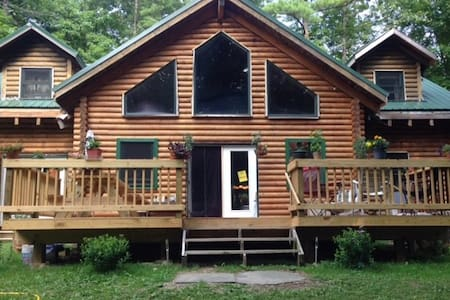 Private country spacious log home - Saugerties