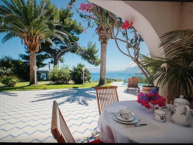 """La Villa del Golfo - Suite """"Gli Aranci"""" duplex."""