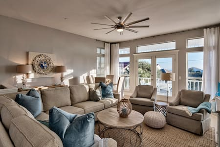 Newly Renovated W/ Gulf Views - Steps from Beach!!
