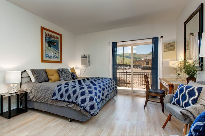 Just Off Main St!-Pool/HotTub-Washer/Dryer-AC-WiFi