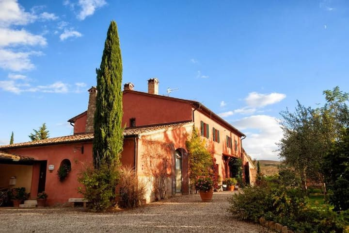 Charming country house extensive garden and pool - Castiglione d'Orcia - House