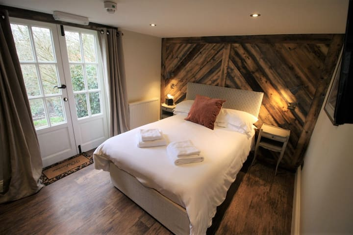 Double or Twin Ensuite Room@The Carpenters Arms