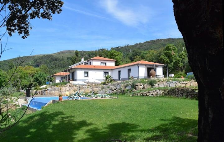 Pirilampo, amazing views of garden and sea