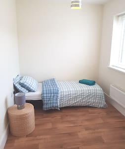 Spacious Single Room with comfy bed.